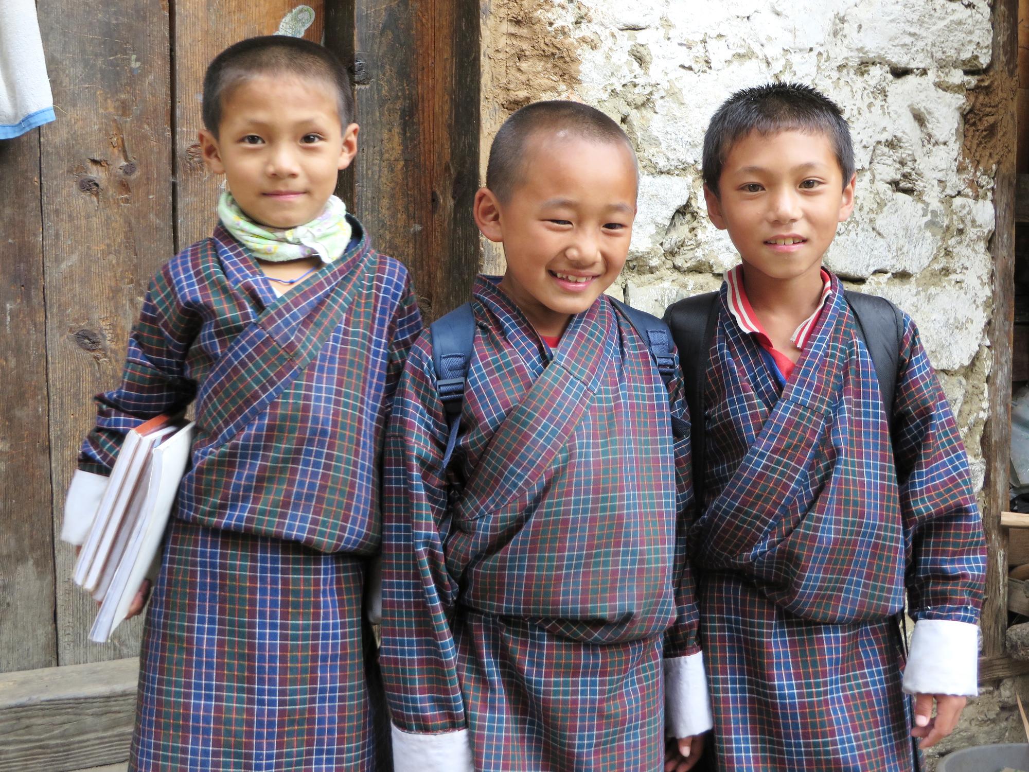 Khoma school children2